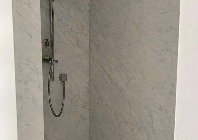 Keramische wandplaten in douche - grootformaat