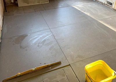 Renovatie vloer groot formaat tegels 100 x 100